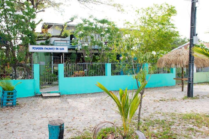 Pous. Encanto da Ilha- Suíte Cama Casal + Solt.