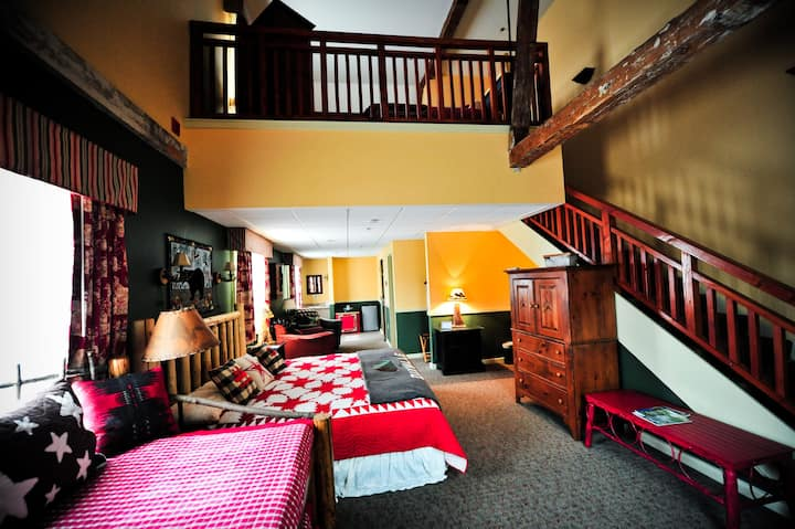 Signature Loft Suite at The Common Man Inn & Spa