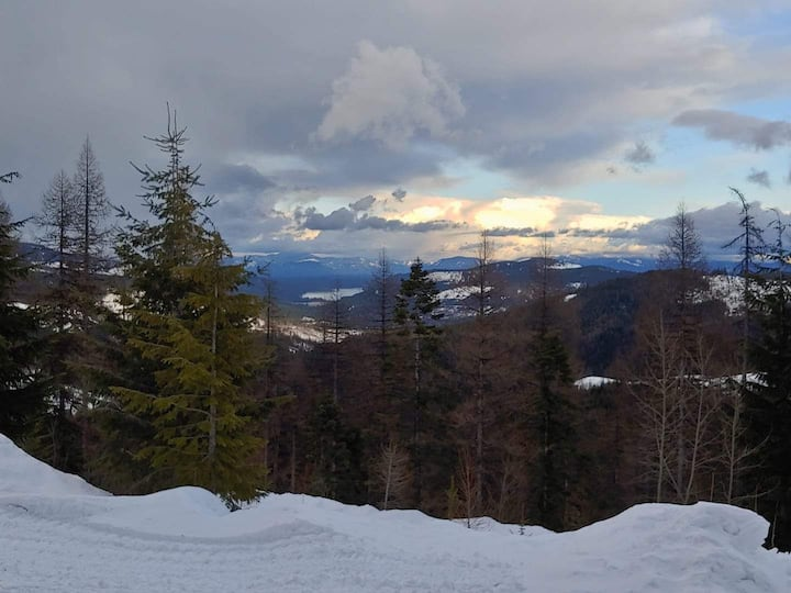 Rare rental opportunity in Mt. Spokane State Park