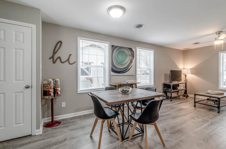 Renovated 2bed 1bath! Near Ft. Campbell