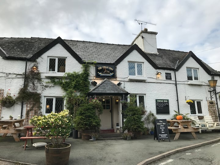 The Swan Inn - 3 Bedroom Cosy Family run Freehouse
