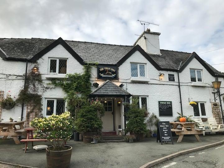 The Swan Inn - 3 Bedroom Cosy Family run Freehouse