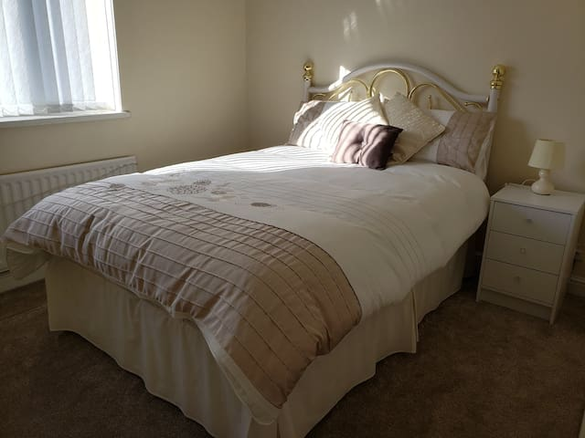 Light & bright room - near Seaham Hall & the coast