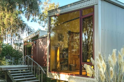 Misty River Retreat — Quiet, Modern, Relaxing