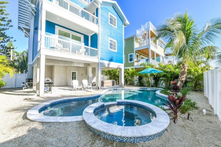 Ocean Star - luxury 7 bd beauty of a beach house! Pool, Spa and Rooftop Deck!
