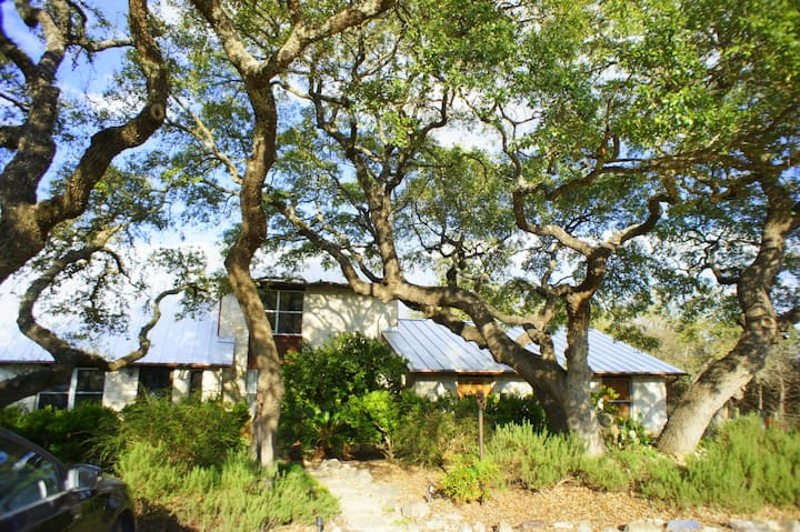 ROADRUNNER WAY Unit 1, Hill Country Oasis