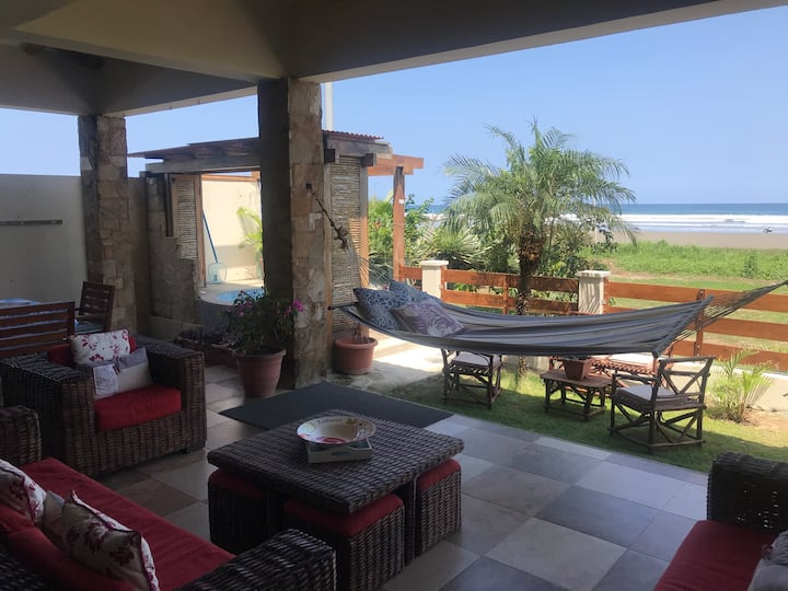 Playa Curia casa al pie del mar (Olon-Ecuador).