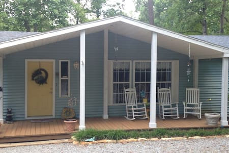 LAKE GASTON WATER FRONT 5 BED HOME - Henrico - 独立屋