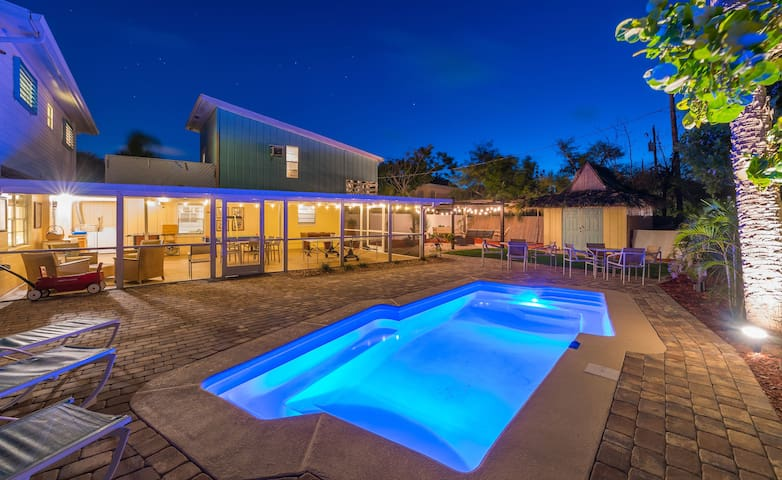 Private Pool & Game Room & 3 min walk to Beach