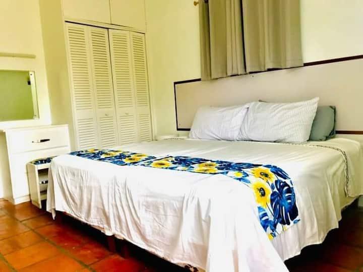West Coast AC 1 bedroom Apt oceanside pool access