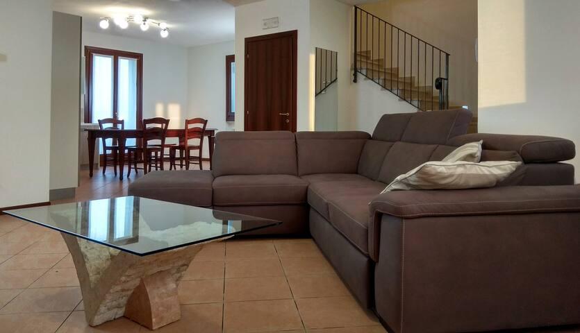 Villa di 225 mq in quartiere tranquillo