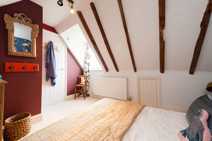 Beautiful riverside Tudor house - Wivenhoe - House