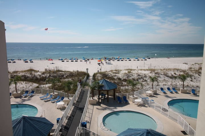 Sugar Beach Condo! Beach & 4 pools!