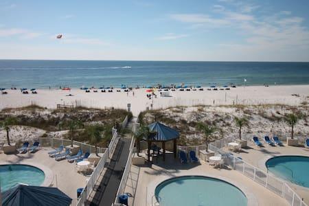 Sugar Beach Condo! Beach & 4 pools!