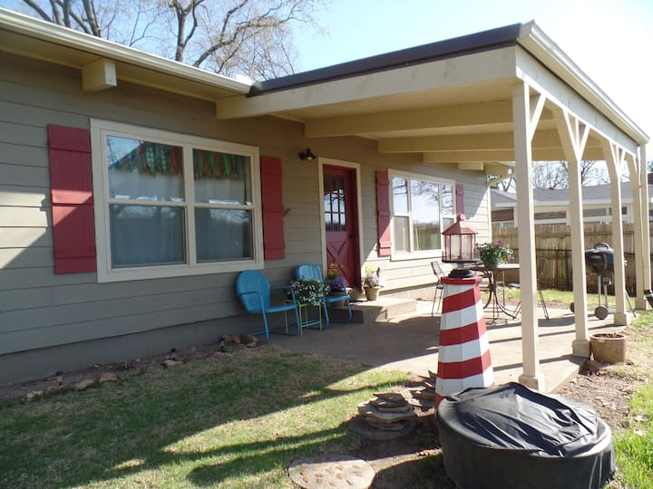 """The """"Bunk House""""  - Lakefront Cabin Grove, OK"""