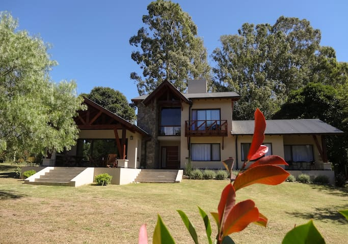 LE BEL EDEN -Bed & Breakfast-** - Villa General Belgrano - Bed & Breakfast