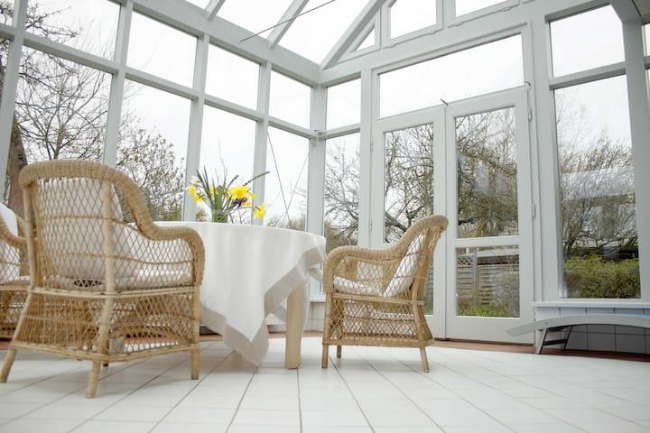 Ferienhaus mit großem Wintergarten für 6 Personen - List - House