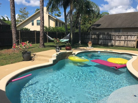 Tracy's Tropical Oasis/Pool.