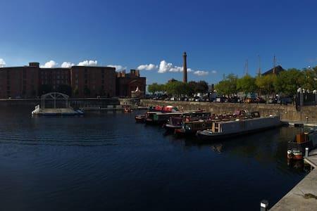 Liverpool Central, Water Views, Albert Dock.