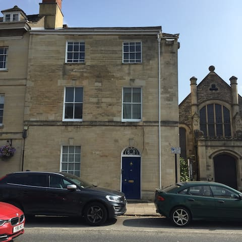Sunny 1 bed flat in the heart of Woodstock