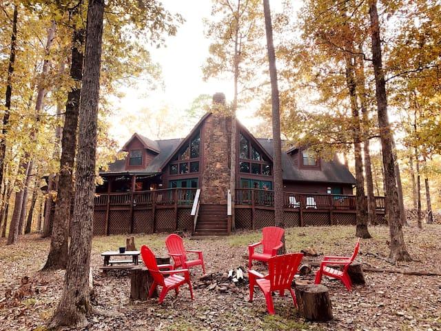 Beautiful Retreat/Poker Table/Cornhole/Near Lake