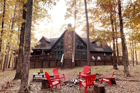 Lovely Retreat/Poker Table/Cornhole/WiFi/Near Lake