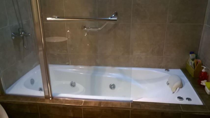 Casa con piscina e hidromasaje hasta 6 personas