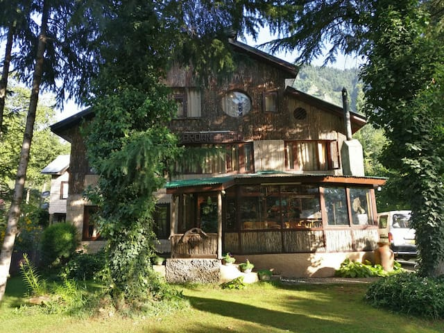 Wooden Room In A Luxury Cottage, Pahalgam
