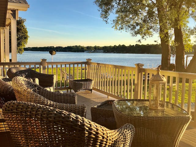 **LAKEFRONT LUXURY NEAR LETCHWORTH STATE PARK**