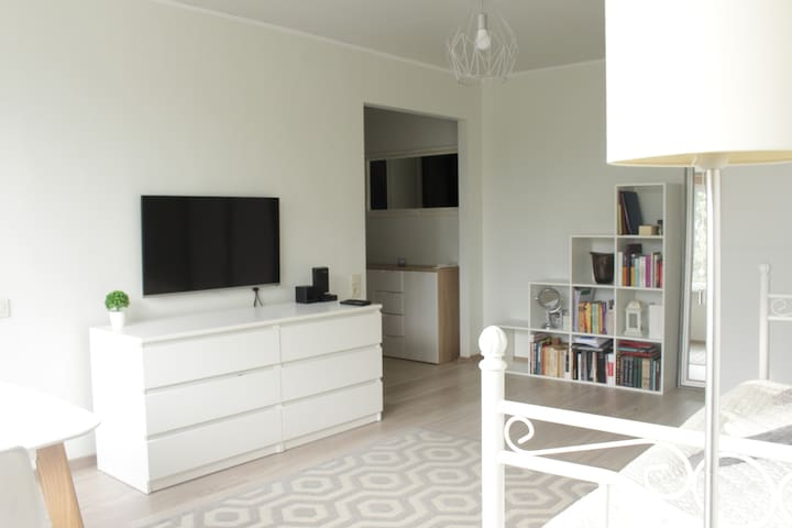 Modern and bright home in city centre!