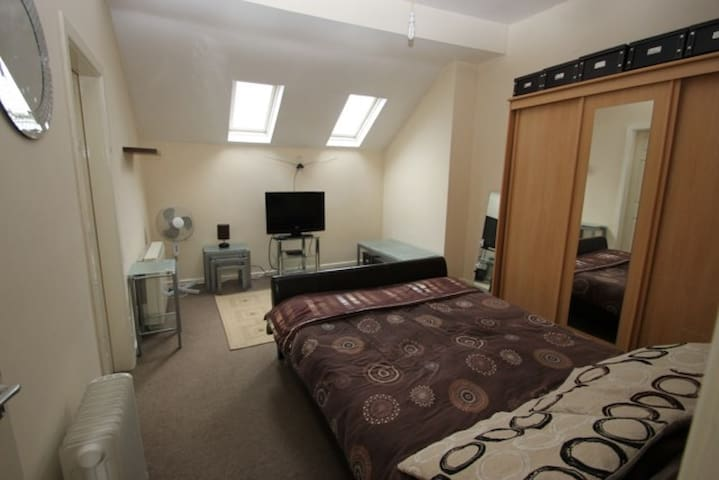High Street Studio Serviced Apartment - West Bromwich