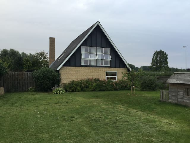 Cosy and roomy house for the family vacation trip - Køge - Ev