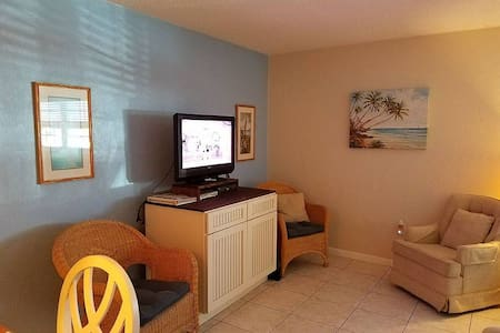 Great Rates all Year! One Bedroom Cute Beach Condo - 103