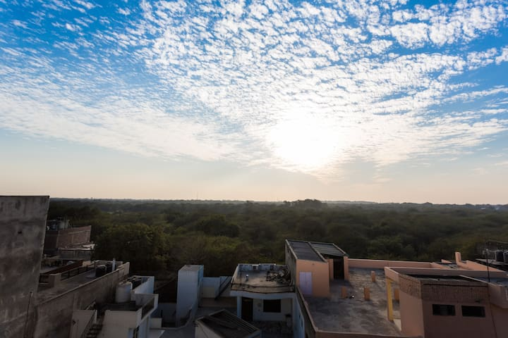 AirBnB SuperHost: Zanskar Penthouse - New Delhi - Appartement