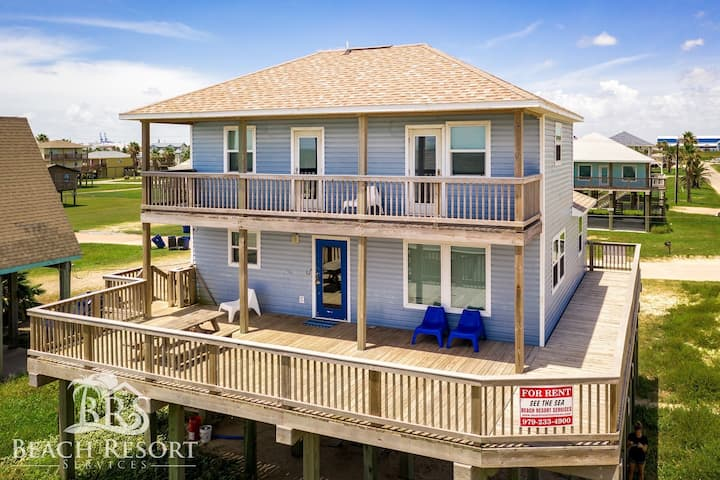 See the Sea(on the Beach) Sleeps 18 No Airbnb Fees