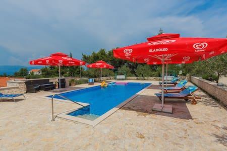 BC28 Villa Dugopolje in Brac - Donji Humac - Huoneisto