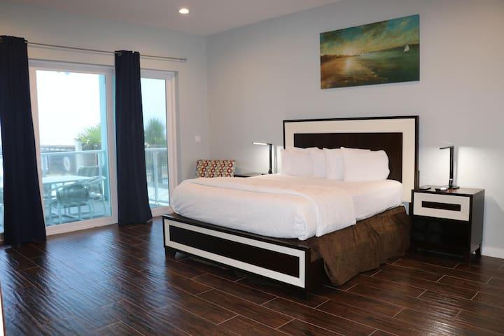 Beautiful 3 Bedroom Beachfront Condo