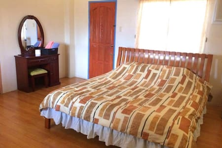 Decent Room near SM Lanang with Breakfast - Davao City - Dům