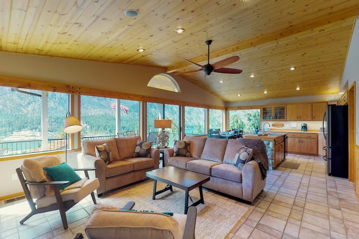 Spacious lakeview home w/ great deck, two kitchens, Ping-Pong & gazebo!