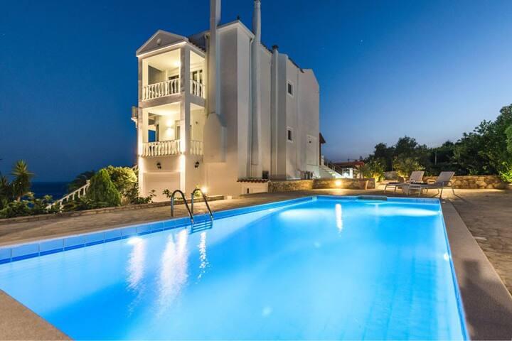 Amvrosia villa luxueuse, magnifique sur mer