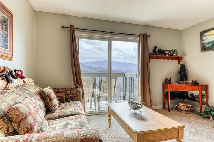 NEW LISTING! Cozy condo with stunning views and shared pool and hot tub.