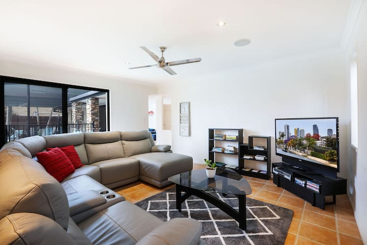 Separate family room with TV, DVD and VHS player. Relax on the reclining lounge and feel close to the action of the pool. Single bed also located in this room if needed.
