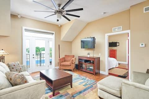 Luxury 1 Bedroom Loft in Downtown Cuyahoga Falls