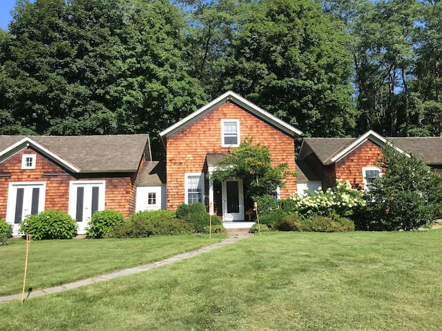 Seasonal Historic Millbrook home on 2acres of land