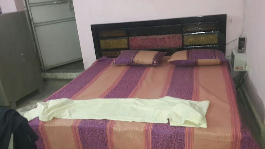 Room with AC furnished + Terrace in South Delhi