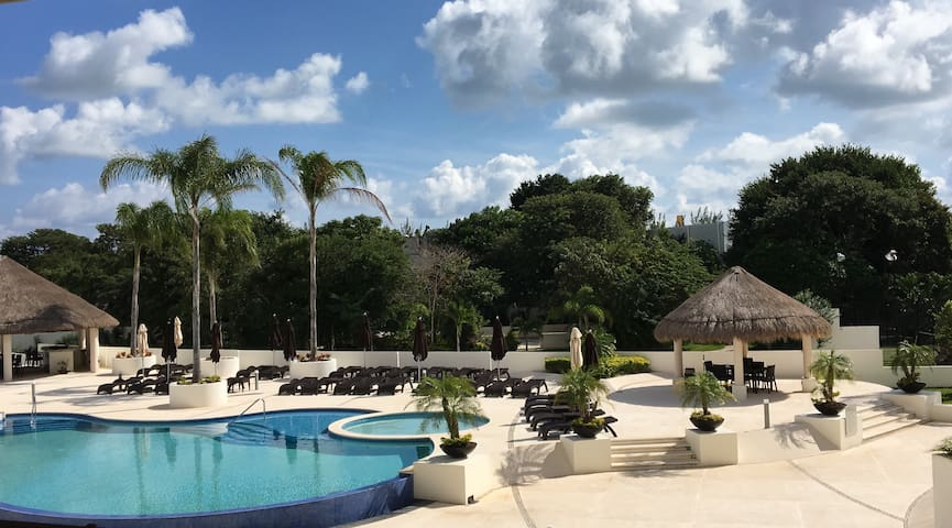 Cancun's New Luxury 2 Bedroom with Pool - TC202 - Cancún - Apartment