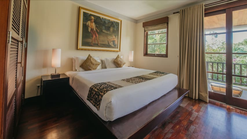 Second bed room with king size bed
