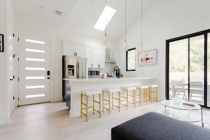 Bright & Modern SoCo Retreat, Minutes from DT!