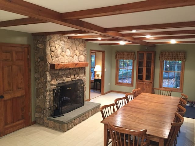 Fantastic 4-Season Cabin at Baxter Lake - Sleeps 8 - Farmington - Hytte