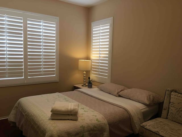 #1B private bedroom close to Ontario airport 雅房长短租